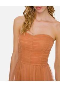 Elisabetta Franchi - ELISABETTA FRANCHI - Tiulowa sukienka maxi. Kolor: beżowy. Materiał: tiul. Typ sukienki: dopasowane. Styl: wizytowy. Długość: maxi