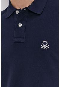 United Colors of Benetton - Polo. Typ kołnierza: polo. Kolor: niebieski. Materiał: dzianina. Długość: krótkie. Wzór: gładki, aplikacja