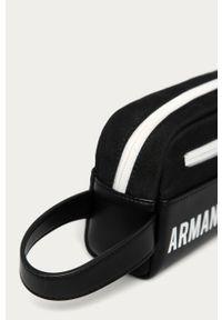 Czarna kosmetyczka Armani Exchange z nadrukiem