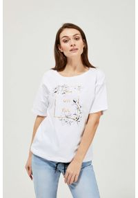 MOODO - Bawełniana bluzka z napisem. Materiał: bawełna. Długość rękawa: krótki rękaw. Długość: krótkie. Wzór: napisy