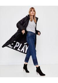 Ice Play - ICE PLAY - Czarny płaszcz z logo. Okazja: do pracy, na spacer. Kolor: czarny. Materiał: puch, materiał. Sezon: jesień, zima. Styl: elegancki