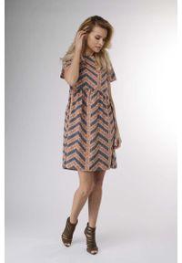 Nommo - Brązowa Kobieca Zwiewna Sukienka z Krótkim Rękawem. Kolor: brązowy. Materiał: wiskoza, poliester. Długość rękawa: krótki rękaw. Wzór: kwiaty