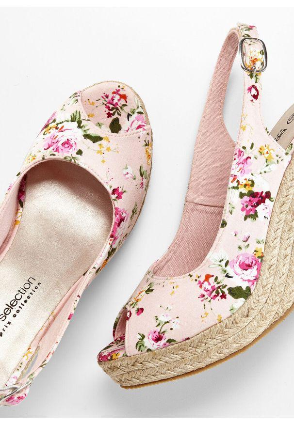 Różowe sandały bonprix w kwiaty