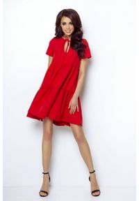 e-margeritka - Sukienka z falbanami rozkloszowana czerwona - 40. Okazja: do pracy, na randkę. Kolor: czerwony. Materiał: tkanina, wiskoza, materiał, elastan. Styl: elegancki. Długość: midi