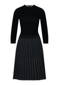 Czarna sukienka dzianinowa Karl Lagerfeld z dekoltem karo