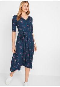 Sukienka kopertowa bonprix ciemnoniebieski w kwiaty. Kolor: niebieski. Wzór: kwiaty. Typ sukienki: kopertowe