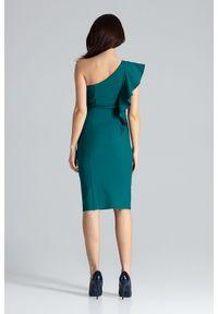 Lenitif - Ołówkowa sukienka na jedno ramię z falbaną zielona. Okazja: na wesele, na ślub cywilny, na imprezę, na randkę. Kolor: zielony. Typ sukienki: ołówkowe. Styl: elegancki