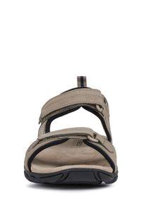 Brązowe sandały Geox na rzepy, na średnim obcasie, na obcasie
