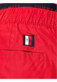 TOMMY HILFIGER - Tommy Hilfiger Szorty kąpielowe Medium UM0UM02062 Czerwony Regular Fit. Kolor: czerwony