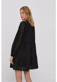 Vero Moda - Sukienka. Kolor: czarny. Materiał: tkanina. Długość rękawa: długi rękaw. Wzór: gładki. Typ sukienki: rozkloszowane