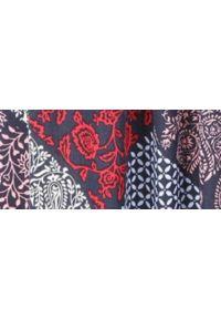 TOP SECRET - Sukienka o luźnym kroju. Okazja: na co dzień. Kolor: niebieski. Materiał: tkanina, koronka. Długość rękawa: krótki rękaw. Wzór: kolorowy. Sezon: wiosna, lato. Styl: casual