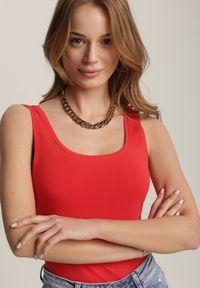 Renee - Czerwony Top Seleisa. Kolor: czerwony. Długość rękawa: na ramiączkach. Wzór: kolorowy