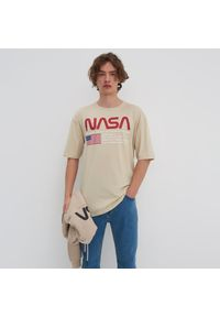 House - Koszulka oversize NASA - Beżowy. Kolor: beżowy
