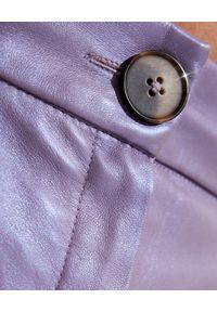 ICON - Liliowe bermudy ze skóry. Stan: podwyższony. Kolor: różowy, fioletowy, wielokolorowy. Materiał: skóra