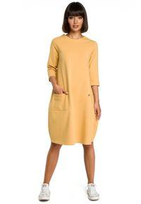 BE - Wygodna sukienka oversize z kieszonką z przodu. Okazja: na co dzień. Materiał: bawełna, dzianina, materiał, elastan. Typ sukienki: oversize. Styl: casual
