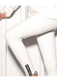CUORI e PICCHE - Białe legginsy Cart. Stan: podwyższony. Kolor: biały. Materiał: bawełna