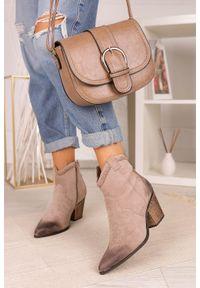 Casu - Beżowe botki kowbojki na szerokim słupku casu j20x7/g. Kolor: beżowy. Obcas: na słupku