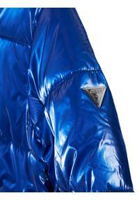 Niebieska kurtka puchowa Guess