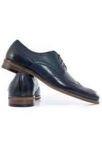 Faber - Granatowe męskie buty wizytowe - brogsy T147. Kolor: niebieski. Materiał: skóra. Styl: wizytowy
