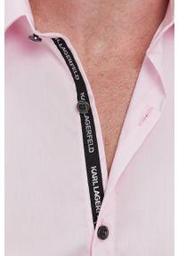 Karl Lagerfeld - Koszula bawełniana. Okazja: na co dzień. Typ kołnierza: kołnierzyk włoski. Kolor: różowy. Materiał: bawełna. Długość rękawa: długi rękaw. Długość: długie. Styl: casual