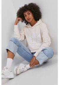 adidas Originals - Bluza bawełniana. Typ kołnierza: kaptur. Kolor: beżowy. Materiał: bawełna. Wzór: nadruk