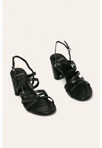 Czarne sandały vagabond na klamry