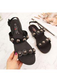 Sandały damskie z nitami czarne S.Barski. Kolor: czarny. Materiał: skóra ekologiczna