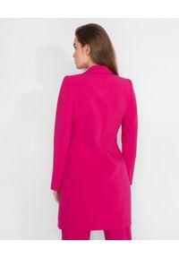MARLU - Różowa sukienka marynarkowa. Okazja: na co dzień. Kolor: różowy, fioletowy, wielokolorowy. Materiał: wełna, tkanina. Długość rękawa: długi rękaw. Długość: długie. Styl: casual