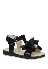 Casu - czarne sandały na rzep z kokardą i perełkami casu 8913b. Zapięcie: rzepy. Kolor: czarny