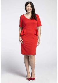 Nommo - Czerwona Klasyczna Sukienka z Półbaskinką PLUS SIZE. Kolekcja: plus size. Kolor: czerwony. Materiał: wiskoza, poliester. Typ sukienki: dla puszystych. Styl: klasyczny