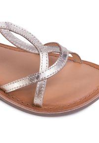 Gioseppo - Sandały GIOSEPPO - Biscoe 58752 Platinum. Zapięcie: pasek. Kolor: złoty. Materiał: skóra. Wzór: paski. Sezon: lato. Styl: wakacyjny, młodzieżowy