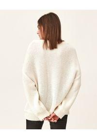 MMC STUDIO - Sweter z wełną alpaki Lora. Kolor: biały. Materiał: wełna. Długość rękawa: długi rękaw. Długość: długie
