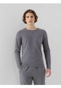 4f - Longsleeve męski RL9 x 4F. Kolor: szary. Materiał: włókno, poliester, materiał, bawełna. Długość rękawa: długi rękaw. Wzór: haft, nadruk