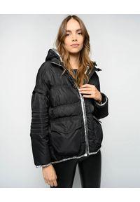 Pinko - PINKO - Czarna kurtka z odpinanymi rękawami Ulderico. Kolor: czarny. Materiał: tkanina. Długość: długie. Wzór: ze splotem, paski. Sezon: jesień, zima