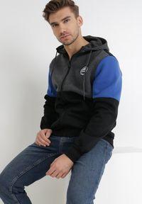 Born2be - Czarna Bluza Kaliope. Typ kołnierza: kaptur. Kolor: czarny. Materiał: jeans, dzianina. Wzór: aplikacja. Styl: sportowy