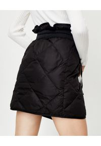 MONCLER - Pikowana spódnica mini. Kolor: czarny. Materiał: materiał. Styl: klasyczny, sportowy