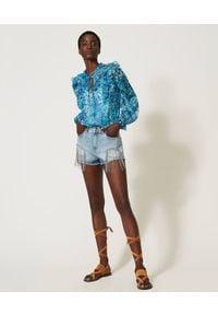 TwinSet - Kreponowa bluzka w kwiaty o luźnym kroju Twinset. Kolor: niebieski. Materiał: poliester. Wzór: kwiaty. Styl: klasyczny