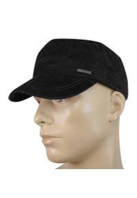 Czarna czapka na jesień