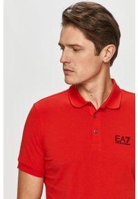 EA7 Emporio Armani - Polo. Okazja: na co dzień. Typ kołnierza: polo. Kolor: czerwony. Materiał: dzianina. Długość: krótkie. Wzór: nadruk. Styl: casual