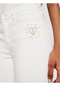 Białe jeansy slim Desigual