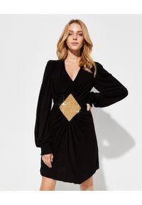 Balmain - BALMAIN - Czarna sukienka z aplikacją. Kolor: czarny. Wzór: aplikacja. Typ sukienki: dopasowane. Długość: mini