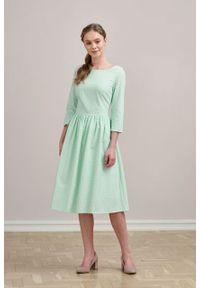 Marie Zélie - Sukienka Melania pistacjowa w groszki. Kolor: zielony. Materiał: bawełna, skóra, materiał. Długość rękawa: krótki rękaw. Wzór: grochy