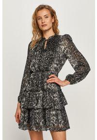 Jacqueline de Yong - Sukienka. Kolor: czarny. Materiał: tkanina. Długość rękawa: długi rękaw. Typ sukienki: rozkloszowane