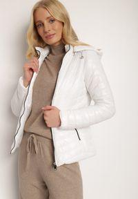 Renee - Biała Kurtka Sopheriel. Okazja: na co dzień, na spacer. Kolor: biały. Materiał: tkanina. Długość: krótkie. Styl: klasyczny, casual