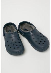 Crocs - Klapki. Kolor: niebieski. Materiał: guma