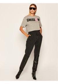 Guess T-Shirt Clarissa W0YI91 K8FQ0 Szary Regular Fit. Kolor: szary