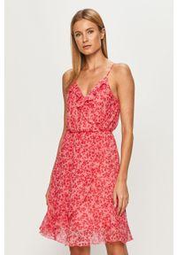 Różowa sukienka Vero Moda casualowa, mini, na ramiączkach