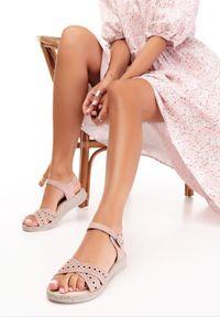Różowe sandały Born2be