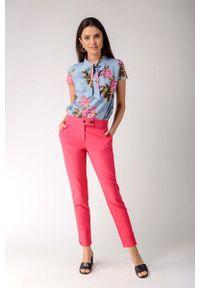 Nommo - Ciemno Różowe Klasyczne Spodnie Cygaretki z Ozdobnym Zapięciem. Kolor: różowy. Materiał: wiskoza, poliester. Styl: klasyczny