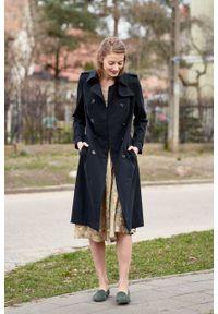 Marie Zélie - Trencz Adria bawełna z elastanem czarny. Kolor: czarny. Materiał: bawełna, elastan. Sezon: lato. Styl: klasyczny #5
